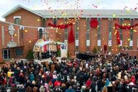 大辛辛那提山達基教會慶祝在肯塔基州佛羅倫薩市的新教會開幕。山達基人、貴賓和官員都來參加這場開幕儀式。這間新成立的山達基教會不僅為教區居民提供服務,同時也將擴大在俄亥俄州、肯塔基州、印第安納州此三州地區的教會人道主義計劃。