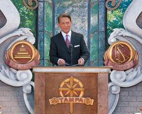 為紀念L. 羅恩 賀伯特先生的百歲生日,宗教技術中心理事會主席暨山達基宗教的教會領導人大衛.密斯凱維吉先生,主持了新坦帕山達基教會的開幕典禮。