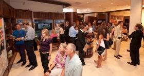 典禮過後,數千名觀眾參觀了帕薩迪納新山達基教會的大眾資訊中心。