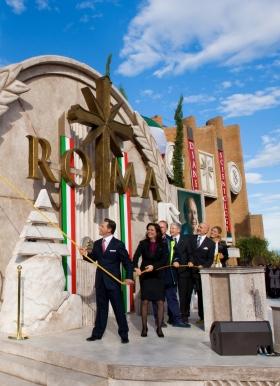 大衛.密斯凱維吉先生與教會的執行長和知名人士共同為羅馬山達基教會剪綵,這是山達基在義大利發展三十年來,最重要的里程碑之一。