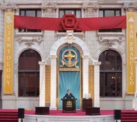 大衛.密斯凱維吉先生主持這棟位於舊金山市區中心重新整修完畢的泛美大樓開幕,開啟精神活動新紀元。